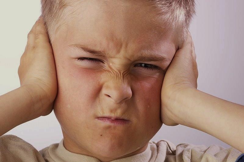 ronzio nell'orecchio acufene